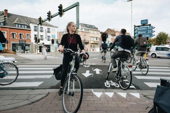 Heibel over haaientanden: fietsers verliezen voorrang door nieuwe markeringen