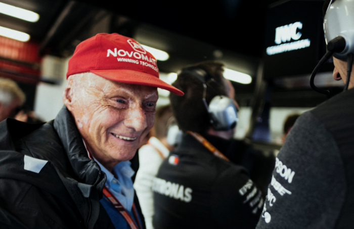 """Dokters: """"Voormalig F1-kampioen Niki Lauda kroop door het oog van de naald"""""""