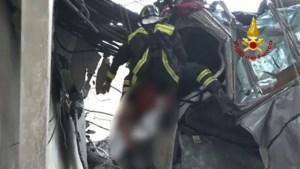 Straffe reddingsactie: brandweer bevrijdt man uit zijn wagen in Genua