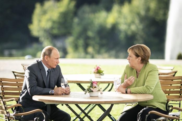 """Merkel en Poetin spreken drie uur """"ernstig en gedetailleerd"""" over Syrië en Oekraïne"""