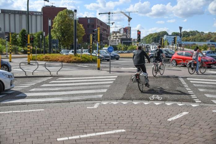 """Minister Weyts draait maatregel over voorrang fietsers terug: """"Fietsers kunnen voorrang niet verliezen"""""""