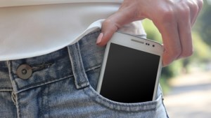 Bewezen: vrouwen kunnen echt niets kwijt in de zakken van hun jeans