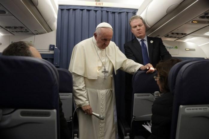 Na ongelukkige uitspraken over homoseksualiteit: Paus Franciscus zit dieper in nesten