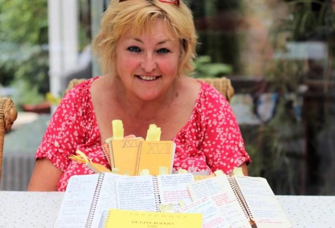 Weduwe van bekende quizzer giet zijn notities in boekvorm