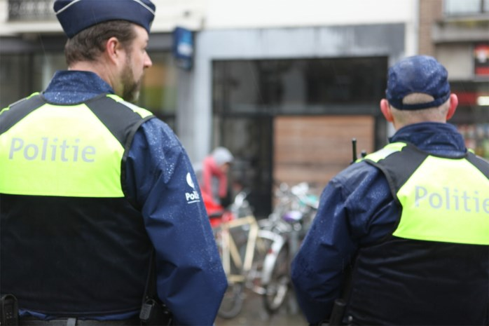 Politie sensibiliseert fietsers en beboet gsm'ende chauffeurs