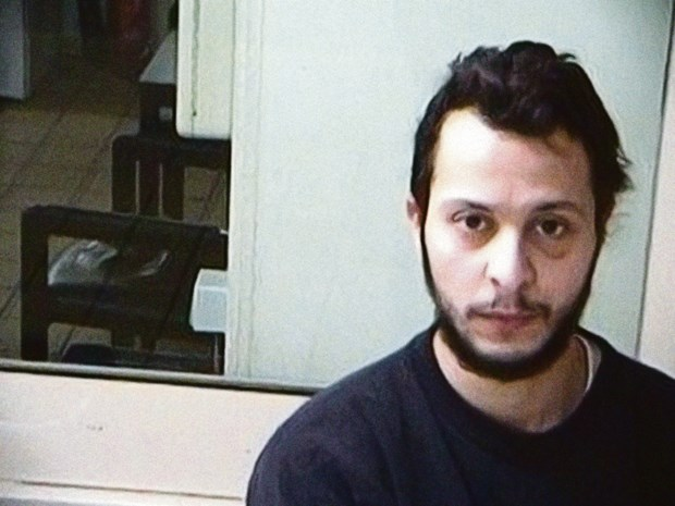 """Salah Abdeslam bedreigt bewaker in gevangenis: """"Waarom kijk je naar mij, loser?"""""""