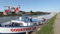 """Schippers moesten noodgedwongen aanmeren bij sluis: """"Eén dag niet varen kost 1.800 euro per schip"""""""