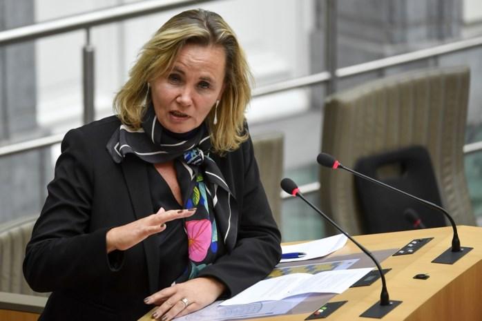 Liesbeth Homans nodigt ambtenarenvakbonden uit voor overleg