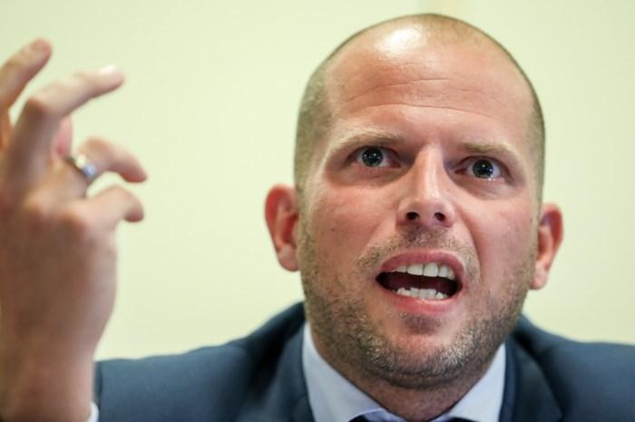 Staatssecretaris wil nog eens puntjes op de i zetten: Francken spreekt eerst zijn volgers toe, dan het parlement