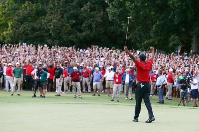 Tiger Woods reageert emotioneel na eerste zege sinds comeback, duizenden fans juichen golfer toe