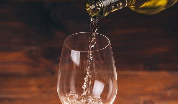 """Alcohol te koop via Bol.com: """"Voldoe je niet aan leeftijd? Pakje terug mee"""""""