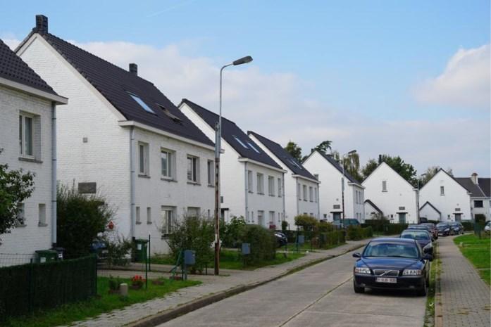 Afdelingshoofd sociale woningen woont zelf in een sociale woning