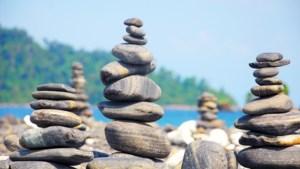 Een tip voor wandelaars: maak geen stenen torentjes