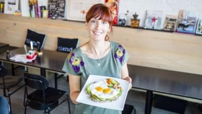 Eten voor minder dan 15 euro bij Blend: boterham met avocado en spiegelei