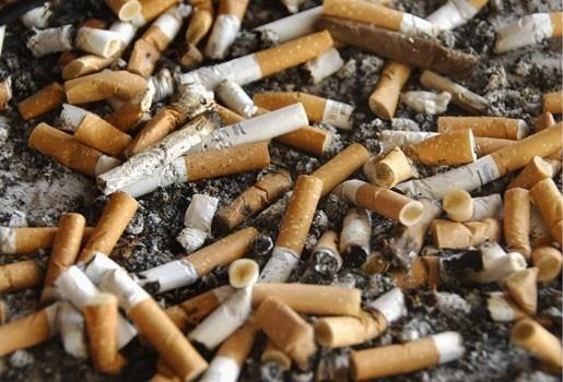 Brussel laat tabaksindustrie meebetalen voor opruiming peuken