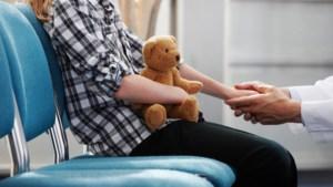 Kinderen met autisme moeten tot bijna twee jaar wachten voor intakegesprek