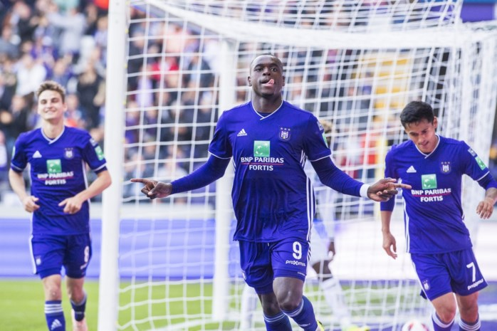 VIDEO. Anderlecht dankzij hattrick Dimata voorbij Cercle Brugge