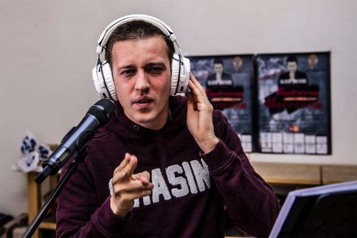 """Benefiet voor autistische Ekerenaar (27) om cd op te nemen: """"Dankzij het zingen is Oliver een andere jongen geworden"""""""