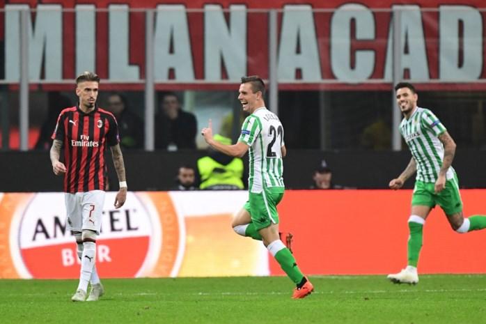 EUROPA LEAGUE. Flitsend Betis duwt Milan nog dieper de put in, Welbeck redt Arsenal tegen Sporting