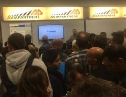 Staking bij bagageafhandelaar Brussels Airport: vliegtuigen vertrekken zonder koffers, vluchten geschrapt