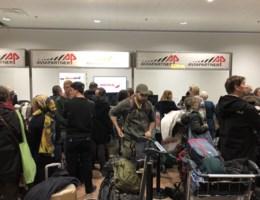 "Lange wachtrijen in volle vertrekhal luchthaven Zaventem: ""Staking tot zaterdag"" (oproep)"