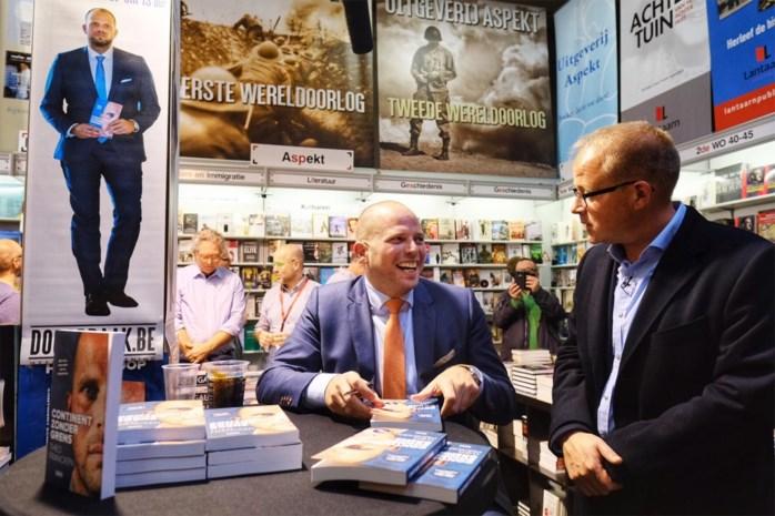 De Kampioenen ontketenen langste wachtrij op Boekenbeurs, ook Theo Francken trekt veel bekijks