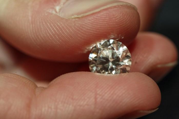 Kessels bedrijf bouwt eerste zettingsmachine voor diamantjuwelen