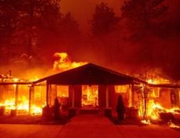 Duizenden mensen in Californië op de vlucht voor bosbranden
