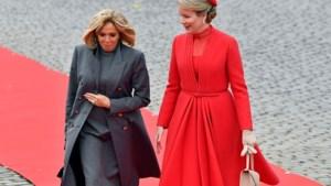 Koningin Mathilde kiest voor Franse couture bij bezoek van Macron