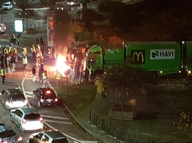 Relschoppers richten veel schade aan in Charleroi: brandstichtingen, zwaar vandalisme en molotovcocktails