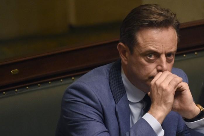 """De Wever slaat mea culpa rond mediacampagne en houding rond migratiepact: """"We hadden sneller rode kaart moeten trekken"""""""