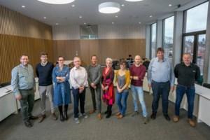 Nieuw schepencollege voorgesteld: vier vertrouwde gezichten en zes nieuwkomers