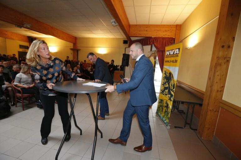 """Theo Francken reageert op uitspraak van vervanger Maggie De Block: """"Politiek fatsoen is weg, en dan nog liegen ook"""""""