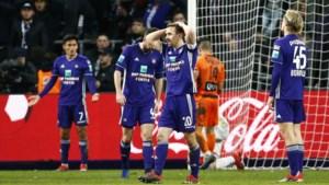 Anderlecht blijft achter met 1 op 9 nadat het in slotminuten zege tegen Charleroi weggeeft
