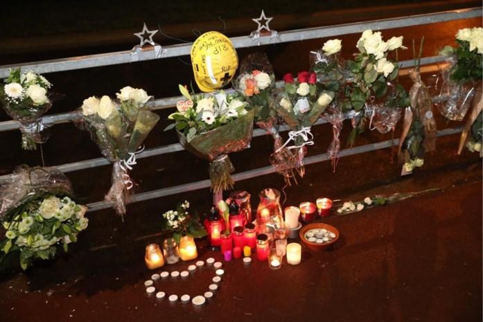 Bloemen voor Manu en Adil na dodelijke crash op Ruggeveldlaan