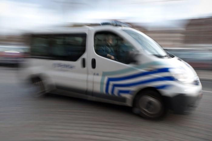 Overval net op moment dat combi passeert: politie pakt vijf mannen op
