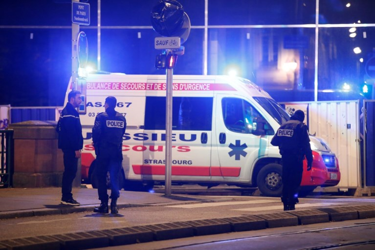 "Honderden agenten houden klopjacht op gewonde schutter aanslag kerstmarkt Straatsburg, verdachte riep ""Allah akbar"""