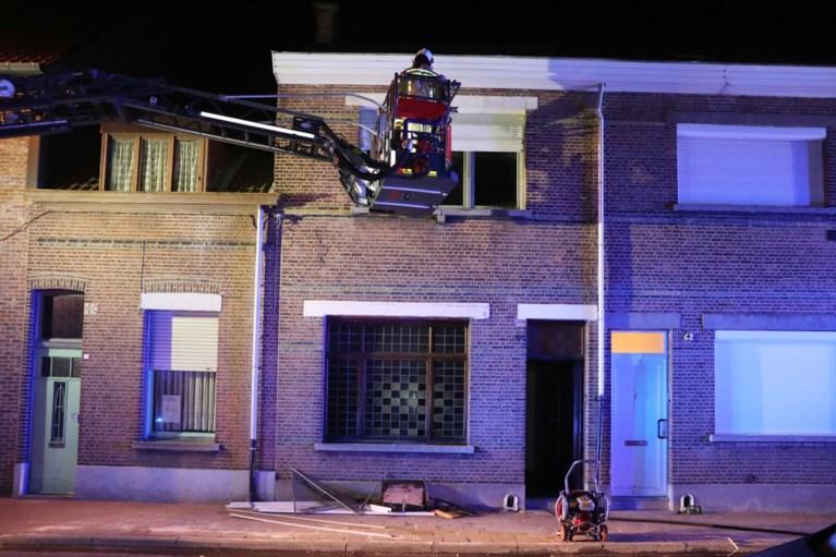 Moeder, vader en twee kinderen in levensgevaar na brand in woning
