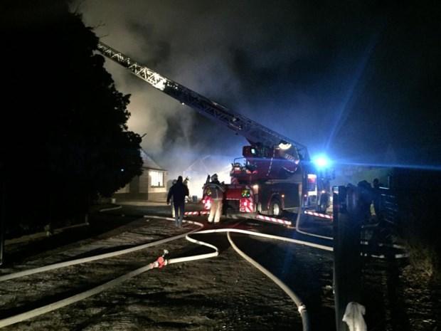 Uitslaande brand in loods: brandweer krijgt vuur snel onder controle