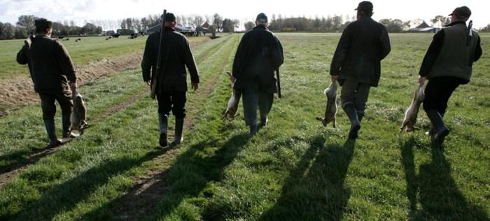 Twee ambtenaren aangehouden voor corruptie en illegale jachtpartijen