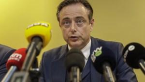 """De Wever legt vervroegde verkiezingen op tafel: """"Je moet luisteren naar het volk"""""""