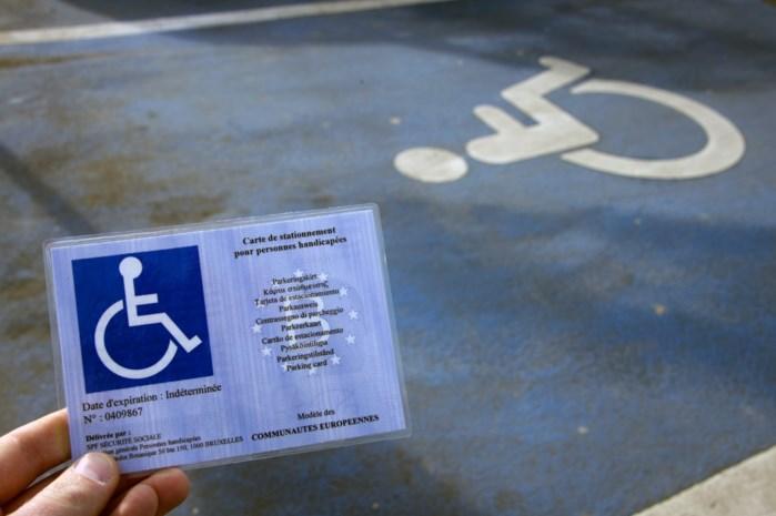 Man gebruikt gehandicaptenkaart van overleden persoon om te parkeren