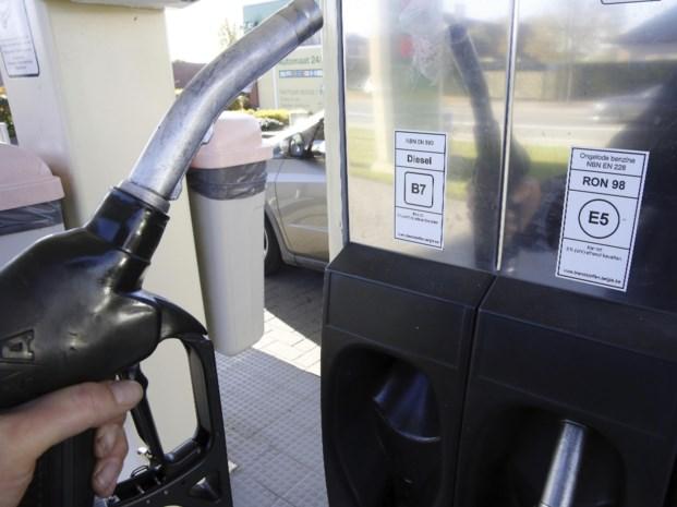 Benzinetank volgooien zonder te betalen?  Man krijgt 1.600 euro boete en moet maand naar de cel