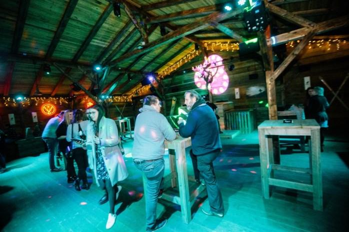 Après-ski aan oever van de Schelde bij Moose Bar