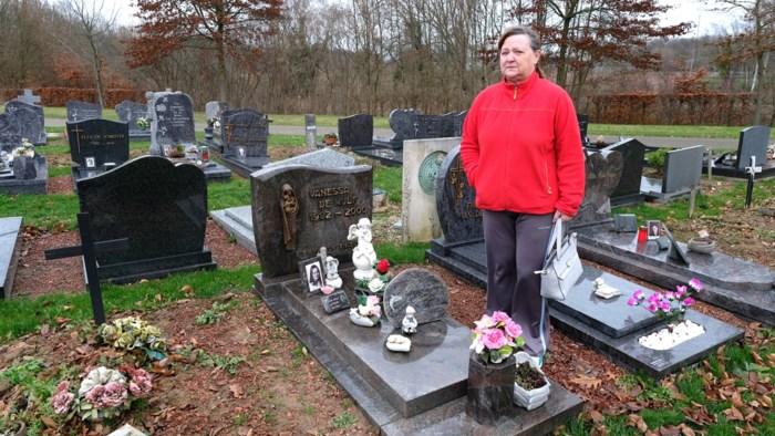 """Marleen dreigt graf van moeder én dochter te verliezen: """"Tenzij ik 8.000 euro betaal, dat geld heb ik niet"""""""
