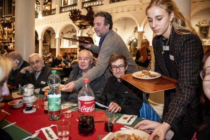 """Daklozen en kansarmen vieren in kerken: """"Het blijft confronterend om mensen te zien zonder steunpilaren"""""""