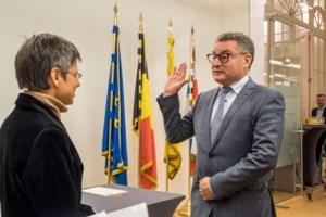Koen Van den Heuvel legt eed af als eerste burgervader van kersverse fusiegemeente