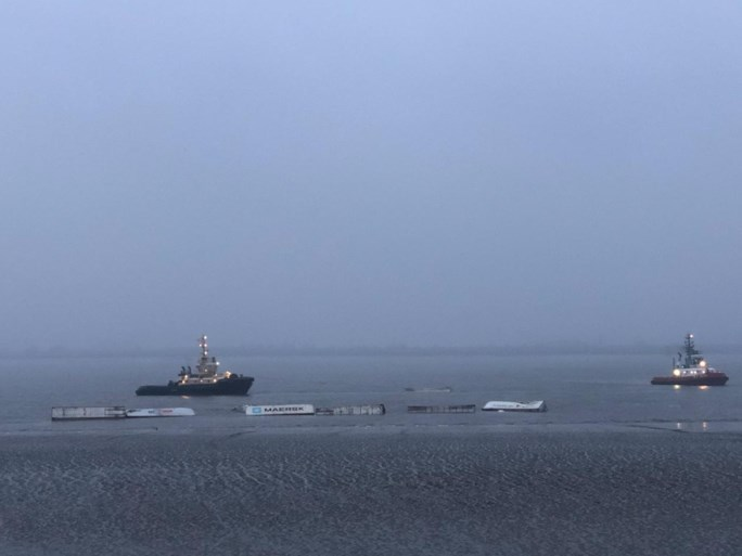 18 containers vallen in Schelde ter hoogte van Noordzeeterminal