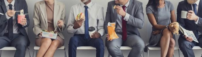 """Meer dan de helft van de Belgen neemt geen volledige middagpauze: """"44.000 euro nettoverlies in carrière van 45 jaar"""""""