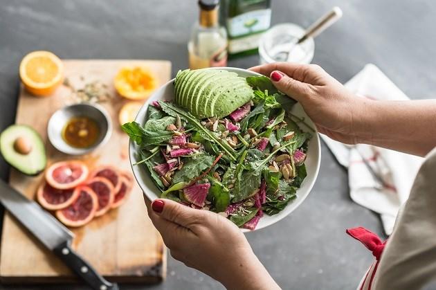 Eet eens een slaatje als ontbijt, het maakt je gezonder